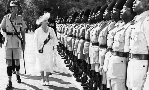 Queen Elizabeth inspects the Second Battalion of the King's African Rifles near Bullawayo, Rhodesia on July 8, 1957 (photo: AP)