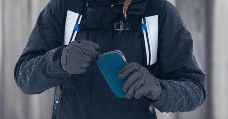 Protect Your iPhone, Cash And Cards In A Water-resistant Pocket From Bellroy