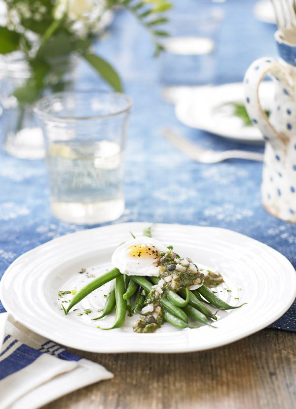 Poached egg on green beans with ravigote sauce