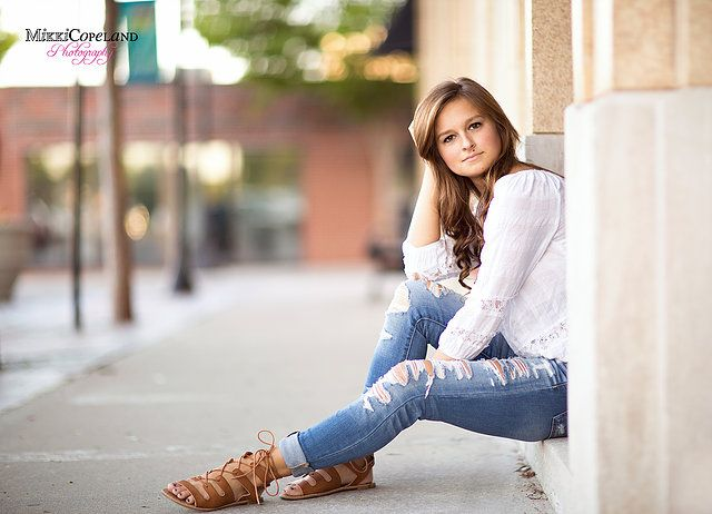 Mikki Copeland Photography is Lee's Summit and the surrounding communities premiere photographer for senior pictures.  Downtown Lee's summit senior pictures.  Senior picture poses Kansas city