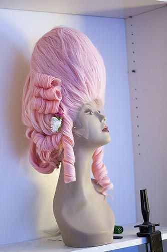 How to make a Marie Antoinette wig. Holy moly. This is soooo cool.