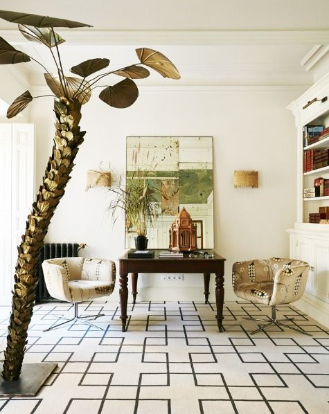 In this room in an 18th-century Madrid pied-à-terre, López-Quesada balanced the bold carpet and vibrant accent pieces with neutral walls. Photo by Ricardo Labougle