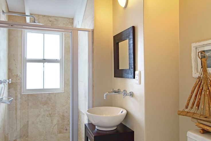 Self catering accommodation, Kommetjie, Cape Town   Upstairs bedroom en-suite  http://www.capepointroute.co.za/moreinfoAccommodation.php?aID=476