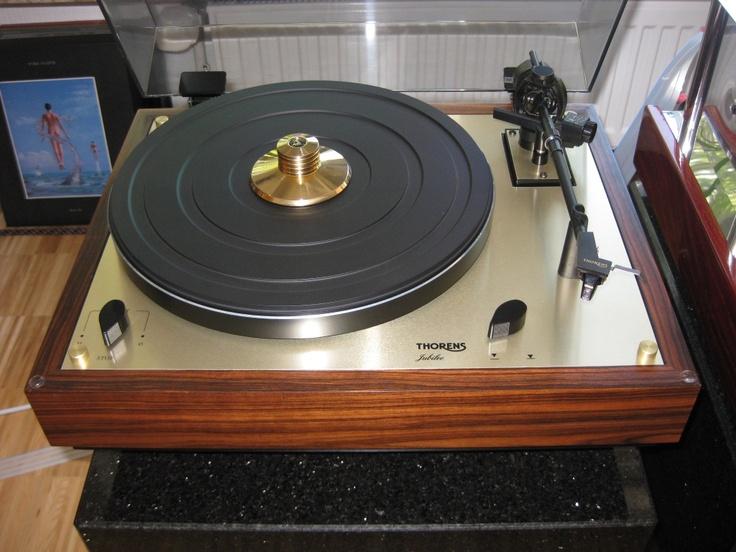 les 25 meilleures id es de la cat gorie platine vinyle thorens sur pinterest platine thorens. Black Bedroom Furniture Sets. Home Design Ideas