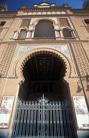 Puerta principal de la  Plaza de toros de Las Ventas, Madrid.