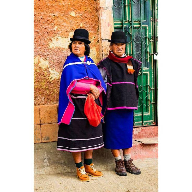 Guambia yerlilerinin yerel kıyafetleri kibar bir şapka ve mavi bir şapka giyiyorlar. Diğer yerel kabilelere göre jletişime daha açıklar. Guambiya yerlilerini Silvia yazımızda anlattık. Link profilde. #uzaklaryakin #silvia #popayan #colombia#kolombiya #gezgin #macera #yolculuk #cokgezenlerkulubu #turkishfollowers #gezi #traveltheworld #seyahat #photography #photooftheday #photographers_tr #fotograf #southamerica #hurriyetseyahat #ig_today #ig_travel #dunyaturu #bestdiscovery #travel #guambia…
