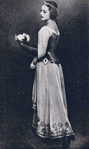 Ninel Petrova as Clemence in 'Raymonda' - late 1940's/early 1950's.