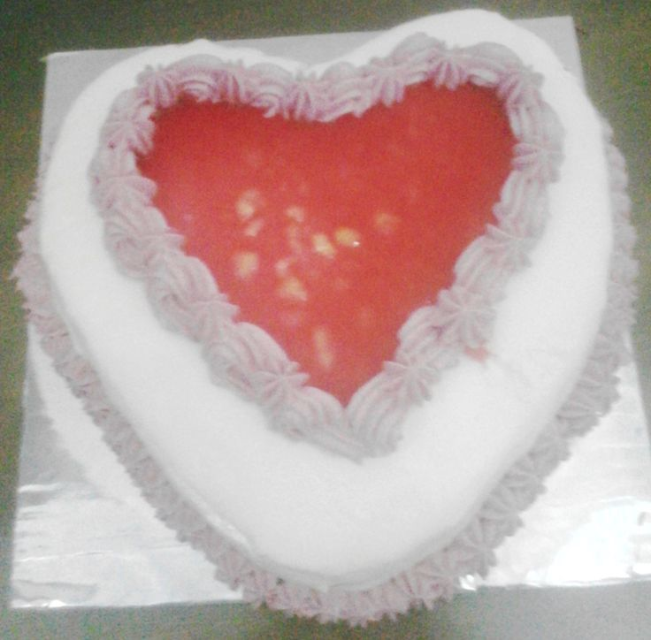 valentine cake - also selling : almond crispy, macaroon, panacotta, birthday cake, wedding cake, etc Just only for the State of Indonesia. For the area of surabaya, free shipping. At the price is affordable and the quality is number one. CP : sheryn 7cea958a / 083830744721