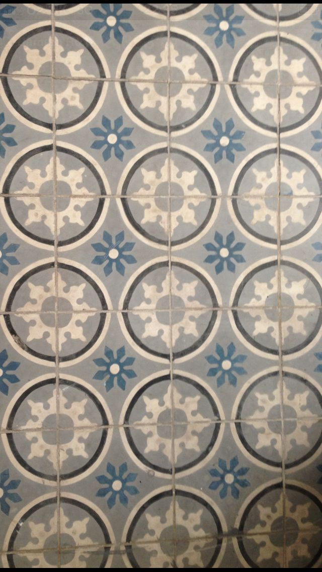 Encaustic floor tiles. Mesa Bonita has been collecting hydraulic tiles for the past 10 years. All the tiles have been saved from the dumpsters and need a second life. They can be turned into a table, console, frame, trivet… Contact me for information, I have a wide selection of styles, colors and a bunch of ideas: Benedicte Bodard Mesa Bonita/Barcelona Tiles benedictebodard@gmail.com www.mesabonita.es https://www.pinterest.com/bbodard/