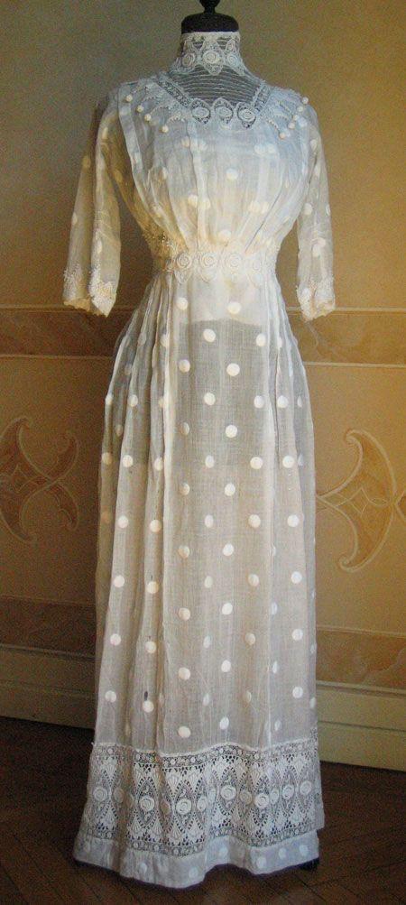 Spotted muslin dress, ca 1909