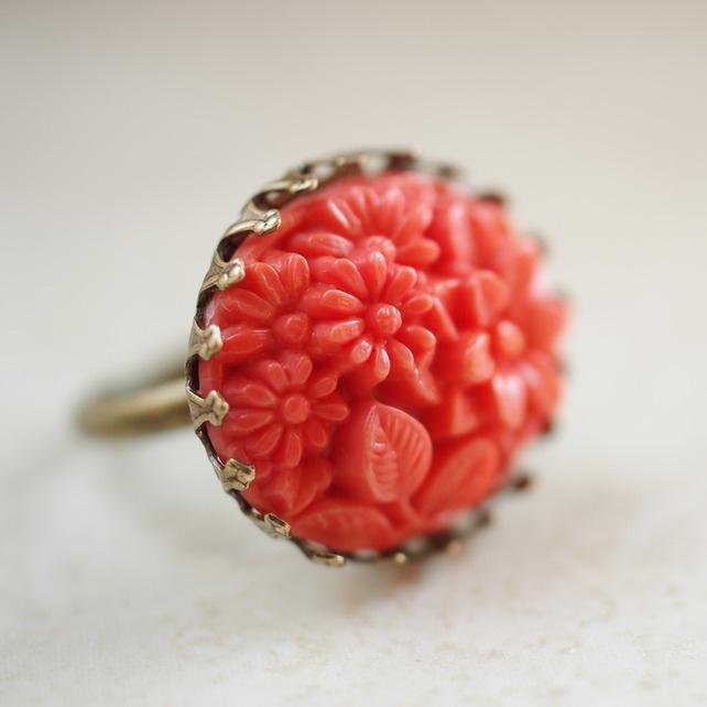 Vintage Floral Glass Ring - Coral £8.50