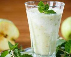 Smoothie brûle-graisses pomme, concombre et menthe : http://www.fourchette-et-bikini.fr/recettes/recettes-minceur/smoothie-brule-graisses-pomme-concombre-et-menthe.html