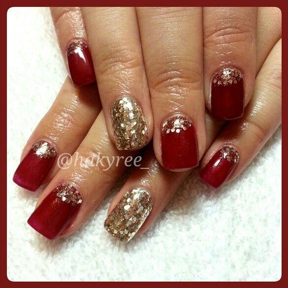 IBD Just Gel Polish 'Breathtaking' with Gold Glitter makes for an elegant Christmas gel nails set ♥ Follow me on Instagram @hakyree_