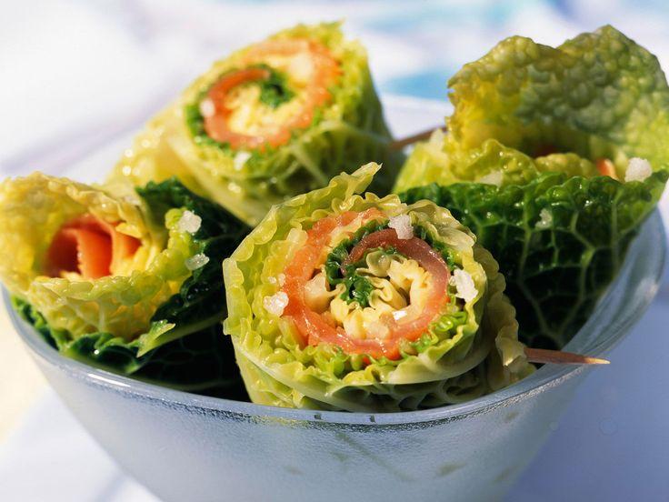 Découvrez la recette Rouleaux de chou vert au saumon fumé sur cuisineactuelle.fr.