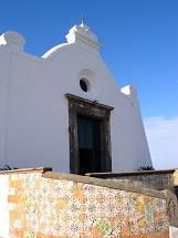 Chiesa del Soccorso - La chiesa dedicata a S. Maria della Neve è situata sull'estrema punta del promontorio del Soccorso nel comune di Forio d'Ischia.