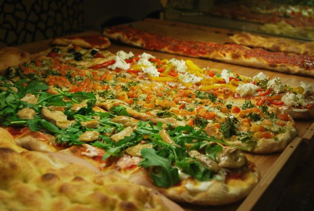 Where to Find the Best Pizza al Taglio in Rome | http://www.eatingitalyfoodtours.com/2014/02/03/pizza-al-taglio-in-rome/