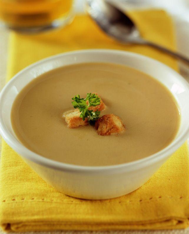 Solo 45 minutos te llevará preparar esta receta de Crema de legumbres surtidas para 7 personas.  Las tradicionales legumbres de la cocina chilena en un plato rápido de preparar. ¡Haz clic para conocer los ingredientes!