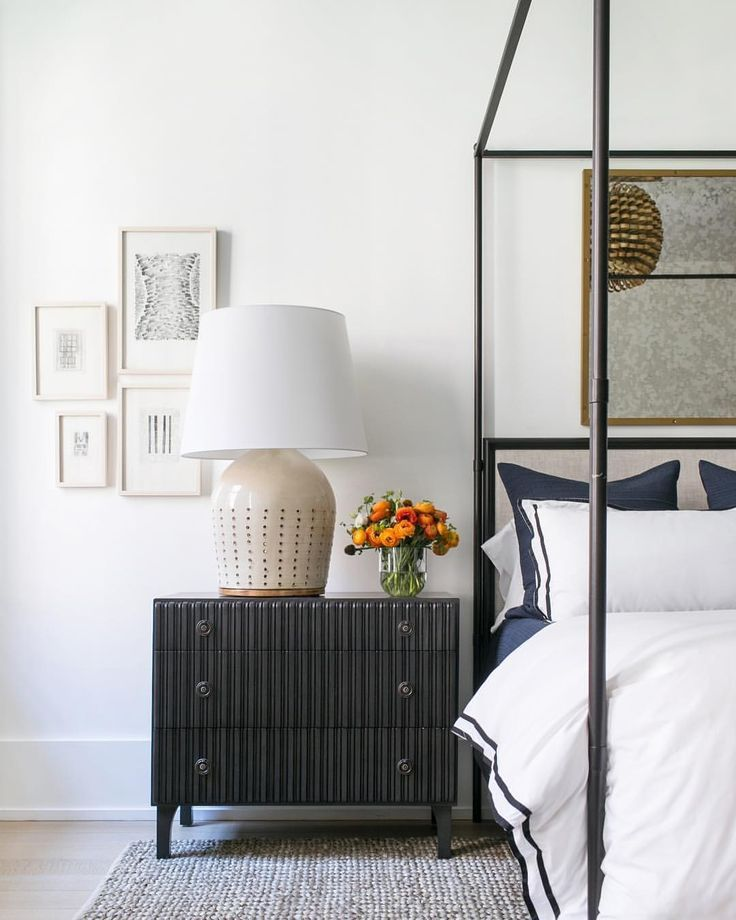 serene neutral modern bedroom design with small black and white artwork a black chest bedside - Gotische Himmelbettvorhnge
