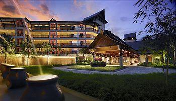 Shangri-La's Rasa Ria Resort merupakan hunian yang tepat untuk para pencinta alam. Nuansa alam terasa sangat kental di hotel bintang 5 ini. Lokasi Shangri-La's Rasa Ria Resort memang berada di tengah-tengah hutan tropis seluas 400 hektar. Book now http://www.voucherhotel.com/malaysia/tuaran/142966-shangri-la-apos-s-rasa-ria-resort/