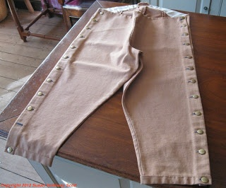 Sherryvalleys, worn by 18th-early 19th c. gentlemen to protect their breeches & trousers. More info: http://twonerdyhistorygirls.blogspot.com/2012/11/keeping-georgian-gentlemen-neat.html#