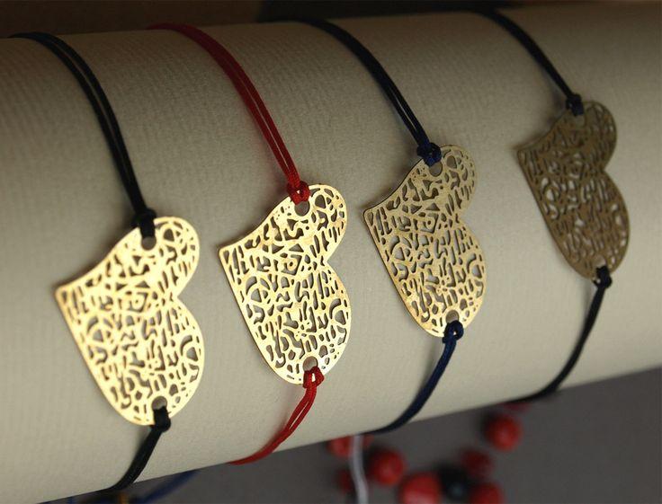 Tout en finesse, ce bracelet est le présent parfait pour dire « je t'aime » avec délicatesse. Avec sa perle coulissante en guise de fermoir, il est facile...