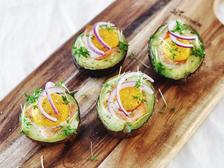 De gevulde avocado met ei en zalm is een lekker en simpel gerecht van 88 Food. De gevulde avocado is gezond en gemaakt in een handomdraai. Eet smakelijk!