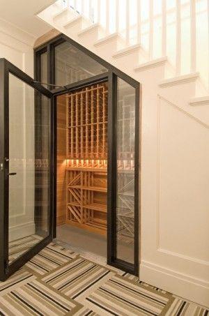 wijn kast onder trap