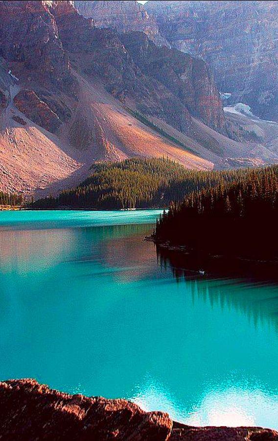 Moraine Lake, Banff National Park, Alberta, Canada: