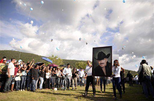 Livia Brito: Serie de Joan Sebastian mostrará lado real - http://a.tunx.co/f8XWo