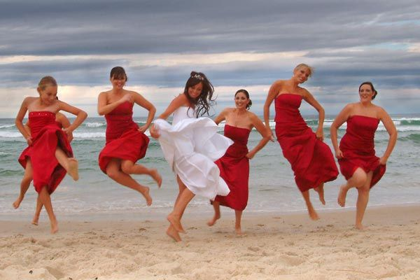 I love this idea. My bridesmaids will wear red in my future wedding.