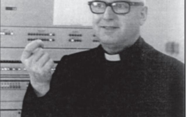 Computational linguistic: Index Thomisticus Roberto Busa il Padre dell' ipertesto. Roberto Busa,Priest Jesuit invented the hypertext: Index Thomisticus  Father Roberto Busa anticipated Ted Nelson and Tim Berners-Lee n 1946 he planned the Index Thomisticus, as a tool for performin #indexthomisticus #robertobusa