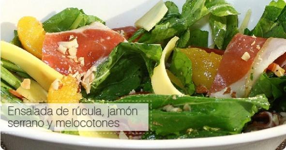 Agrega frutas a tus ensaladas, su sabor fresco va muy bien siempre