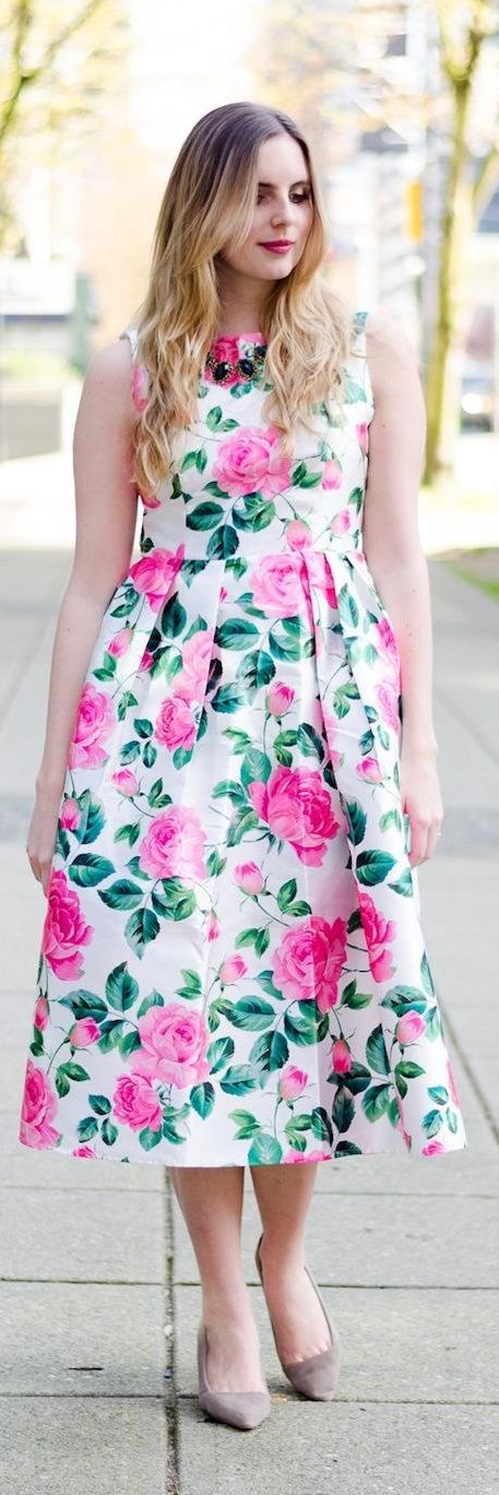 10 Wedding Guest Style DOs and DON'Ts || Not sure what to wear to an upcoming wedding? Click here to find stylish wedding guest outfit inspiration and to learn a few wedding guest style do's and don't's! (PSST - don't forget to repin this so you can refer to it later on!)