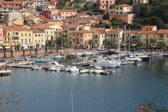 Elba – die Trauminsel - ein Reisebericht. Elba ist eine Ferieninsel wie aus dem Bilderbuch: Kristallklares Meer, traumhafte weiße Sandstrände, herrliche kleine Hafenstädte und dank Napoleon bietet die Insel viel Kultur und Geschichte. Die Isola d´Elba, vor der toskanischen Küste, ist nach Sizilien und Sardinien die drittgrößte Insel Italiens.- http://der-seniorenblog.de/seniorenreisen/reisenachrichten-reisenews/ - Bild: CC0