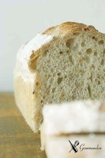 Pão com semente de mostarda e fermento natural