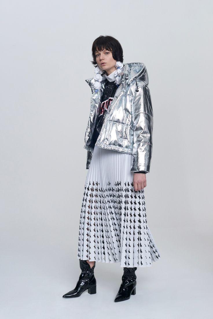 http://www.vogue.com/fashion-shows/pre-fall-2017/msgm/slideshow/collection