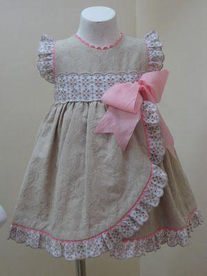 Jolie petite robe de petite fille de bonne famille