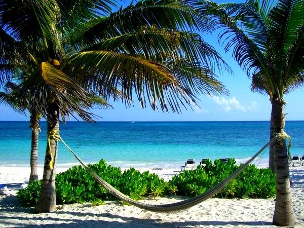 #Stranden, #Zomer, #Vakantie, #Mexico, Hangmat op het strand van Hotel Grand Palladium Kantenah Resort & Spa in Riviera Maya, Mexico.  www.holidaycheck.nl/hotel-reisinformatie_Hotel+Grand+Palladium+Kantenah+Resort+Spa-hid_34647.html