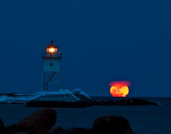"Spectacular Super Moon Images | <b><i><a href=""http://www.educatinghumanity.com"">Educating Humanity</a></i></b>"