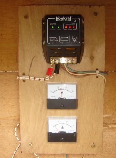 Installation solaire : Pour cette installation, j'ai mis en place une mini centrale solaire dans le but de la couplée à l'éolien fait maison afin que l'ensemble soit le plus régulier possible en terme de production électrique durant les 12 mois de l'anné