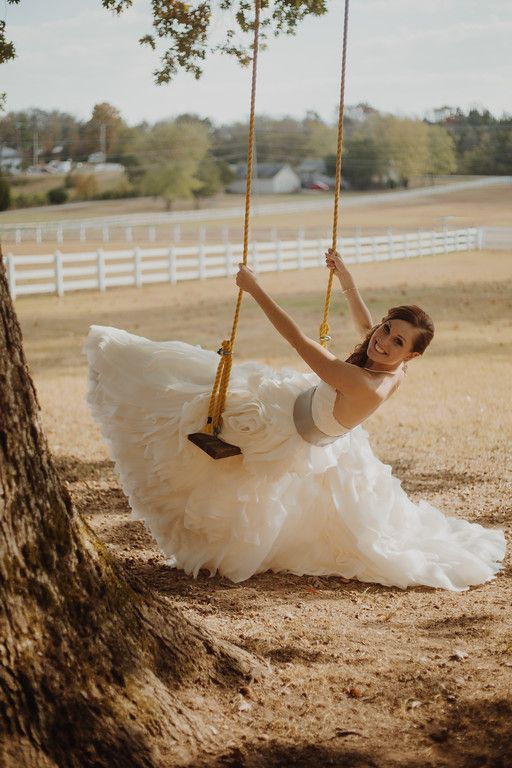 Planner: Angela Proffitt Venue: Saddle Woods Farm, Nashville Photographer: Jessica Potts Photography