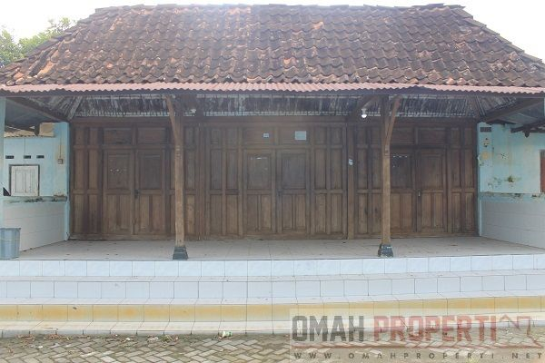 Dijual tanah pekarangan bonus rumah limasan sederhana di dalam perkampungan trihanggo dengan akses sangat strategis dan cocok untuk usaha kos - kosan.