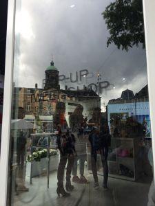 De Marc Jacobs Daisy Dream Pop up Tweet Shop