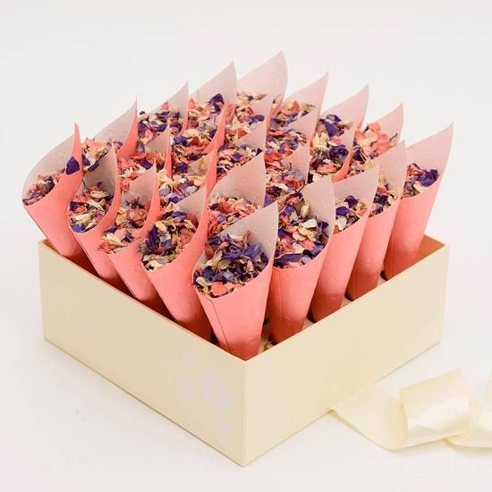 Коробка с декоративными кульками