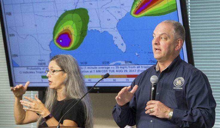 El gobernador de Louisiana, John Bel Edwards, habla con funcionarios durante un informe meteorológico en la Oficina de Preparación para Emergencias en Lake Charles, La., El 29 de agosto de 2017. (Rick Hickman / American Press vía AP)
