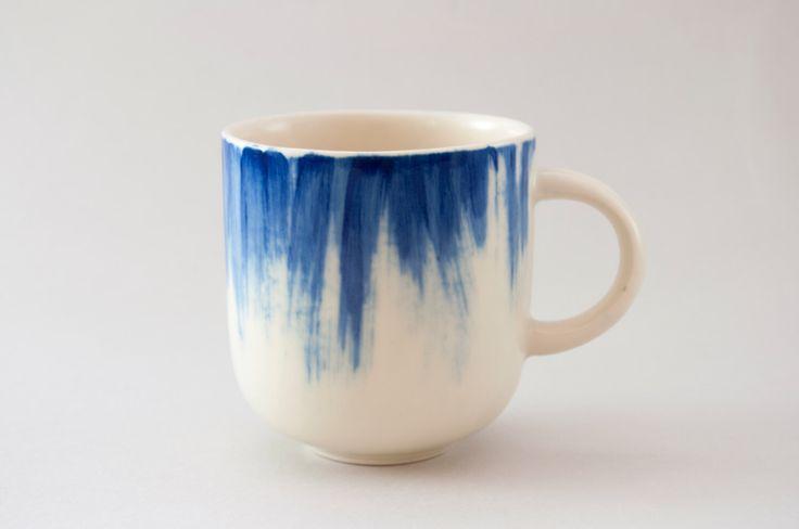 Tazza di ceramica fatti a mano con pennellate blu h: 3 ″ / caffè tazza / tazza in ceramica dipinta a mano / tazza di tè / tazza di gres porcellanato di YuliaTsukerman su Etsy https://www.etsy.com/it/listing/192813110/tazza-di-ceramica-fatti-a-mano-con