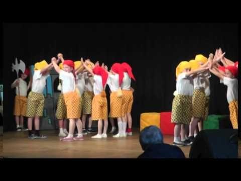 ▶ 04 Skřítkové, taneční a pohybové vystoupení 1 třída - YouTube