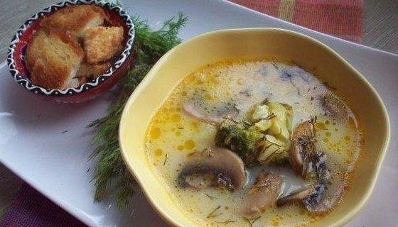 Сырный суп с шампиньонами и брокколи