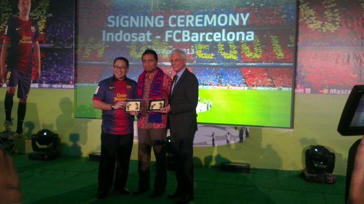 @INDOBARÇA as official partner of Indosat, handycraft to Rossich & Bpk Alex Rusli, CEO Of Indosat