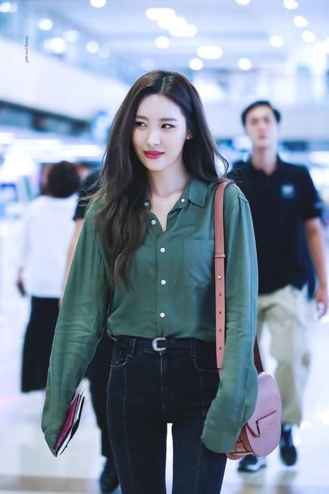 6 Trend Setting Idols Who Help Clothing Brands Sell Out Korean Airport Fashion Women Korean Airport Fashion Womens Fashion Trends Summer